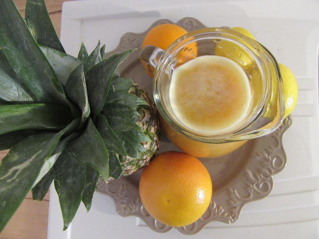 Pineapples & Peach Juice